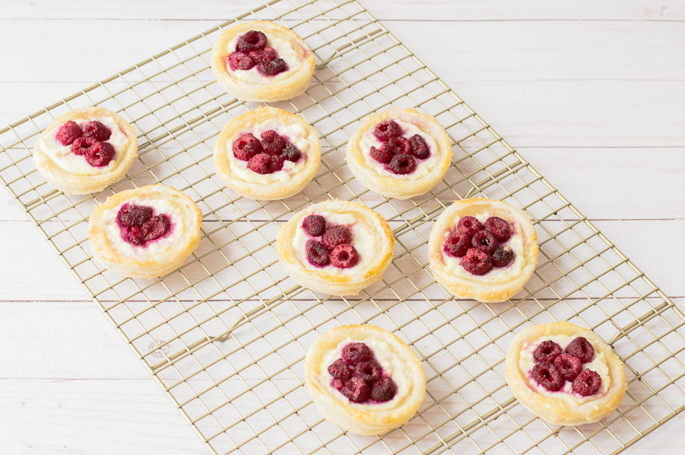 Raspberry danish puff pastry. This easy tart is sure to impress the guests on any occasions — crispy, buttery, flaky puff pastry tart makes an easy summer dessert.